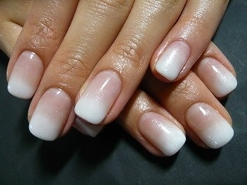 french manicure9c0f51cab37b6ebca5e239328629b7b1